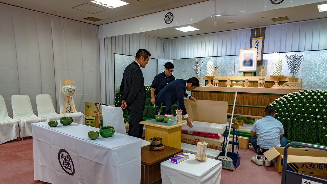 bestattungen japan trauerfeier dekoration japan
