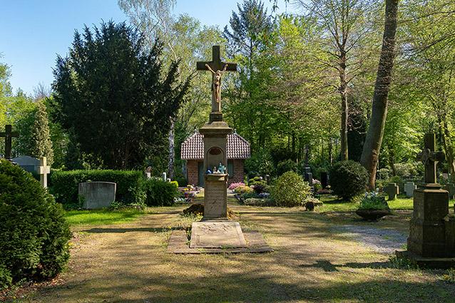 wegekreuz friedhof uedesheim neuss trauerfeier feuerbestattung