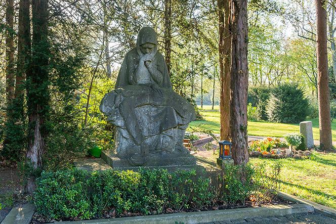 maria und jesus bestattungen pieta