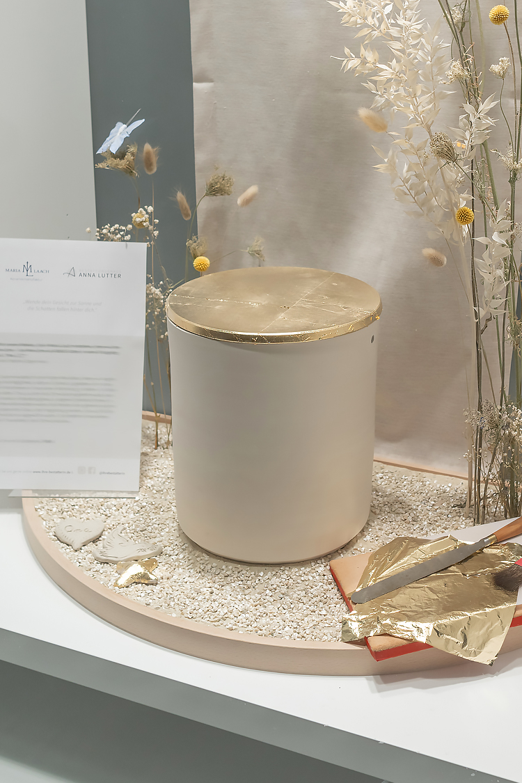 schaufenster bestatter neuss meerbusch keramikurne 03